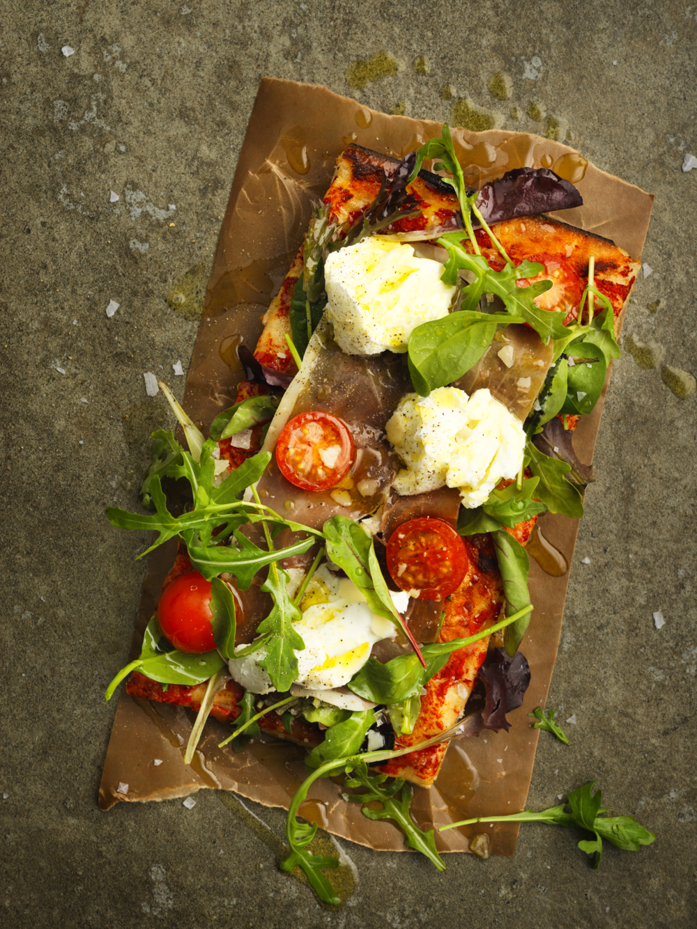 Stenugnsbakad Surdegspizza69:- eller 2st 99:- - Pizza SalamiTomatsås, mozzarella, salami, basilikaPizza ProsciuttoTomatsås, mozzarella, basilika, prosciuttoPizza ZucciniTomatsås, mozzarella, zuccini, soltorkade tomaterPizza PotatisPotatis, blue cheese och valnötter Bianco (utan tomatsås)