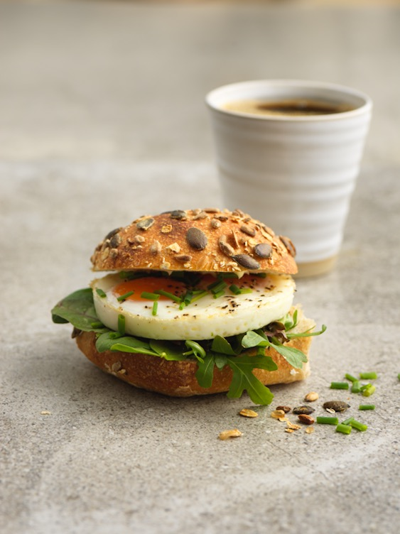 Ugnsbakad Äggmacka 59:- - Ugnsbakad ägg med salladvälj på med eller utan kaviar