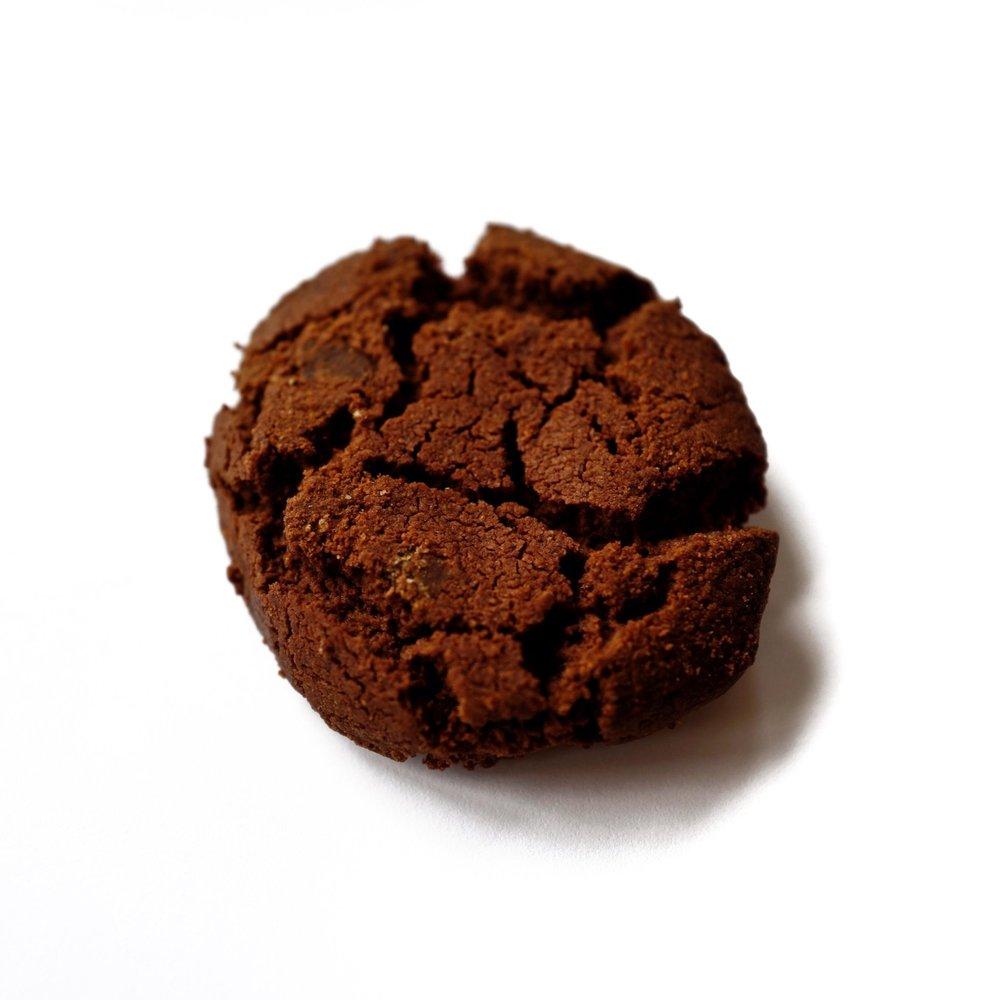 Chokladkaka 12:- - Bakad utan gluten Innehåll: HAVREMJÖL, smör laktosfritt (GRÄDDE, salt, syrningskultur), socker, chokladchippits (kakaomassa, socker, kakaosmör, emulgeringsmedel (SOJALECITIN), naturlig vanilj, kakao, sirap ljus (socker, salt), bikarbonat