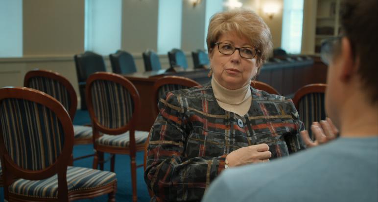 KATHLEEN DUMAIS    REPRÉSENTANTE, 15E DISTRICT DU MARYLAND      Kathleen M. Dumais est une politicienne améri- caine et représente le 15ème district de la Chambre des délégués dans l'état du Maryland. Née à La Jolla, en Californie, Mme Dumais a grandi dans le Maryland et a, par la suite, poursuivi ses études à la faculté de droit de l'Université du Maryland. Mme Dumais a obtenu son diplôme de premier cycle du Mount Vernon College à Washington DC en 1980 et son J.D. de la faculté de droit de l'Université du Maryland en 1983. Elle est membre du Maryland Bar en 1987; du barreau de la cour de district des États-Unis pour le district de Maryland en 1990; et du district de Columbia Bar en 1993. Elle est membre du groupe de pratique en litiged'Ethridge, Quinn, Kemp, McAuli e, Rowan &Hartinger à Rockville, Maryland et se spécialise en droit de la famille. Sa pratique comprend desa aires complexes de divorce et de garde. MmeDumais est souvent la meilleure avocate nommée par le tribunal pour les enfants en litige. Elle est    membre de l'American Academy of Matrimonial Lawyers. Récemment, elle a reçu le prestigieux prix du droit de la famille Beverly A. Groner 2010 de a section du droit de la famille et des mineurs du Maryland State Bar Association. Elle a été nommée l'un des 50 meilleurs avocats de divorce dans la région métropolitaine de Washington par le Washingtonian Magazine en Février 2000 et Février 2004, et a été nommée l'une des 100 femmes Top du Maryland en 2005, 2007 et 2009. En tant qu'ancienne enseignante du secondaire, elle continue de travailler avec de jeunes adultes dans le cadre du programme deprocès simulés des écoles secondaires, un e ortconjoint de l'Association des écoles et des barreaux publics du comté de Montgomery.