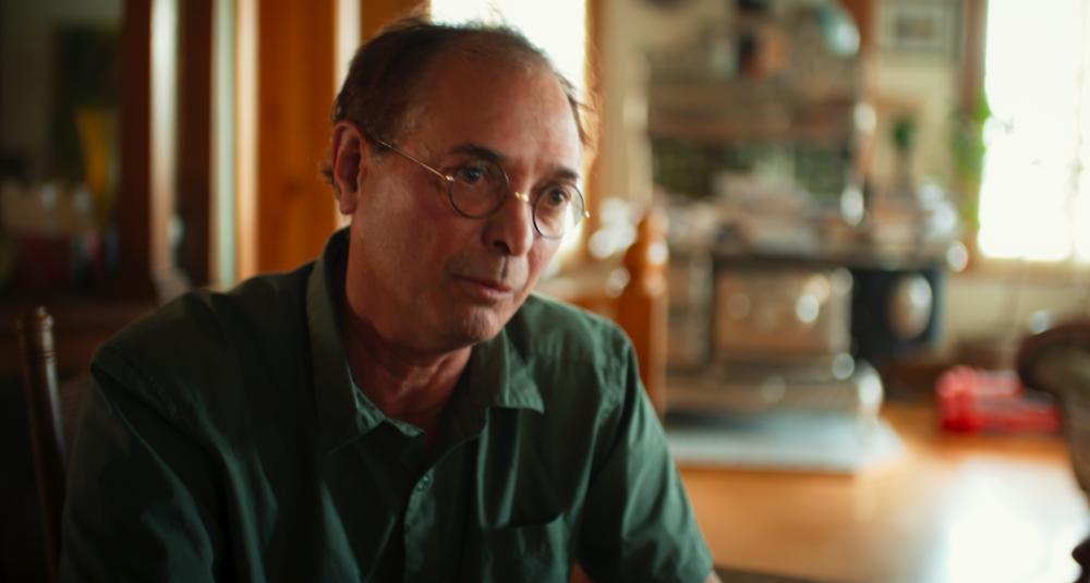 NORMAND BAILLARGEON    PHILOSOPHE ET AUTEUR      Normand Baillargeon, né à Valley eld, est unphilosophe, auteur à succès et ex-enseignant en sciences de l'éducation à l'UQAM jusqu'en 2015. Il est blogueur, essayiste, militant libertaire, anarcho-syndicaliste, chroniqueur et collabora- teur de revues alternatives et à Radio-Canadade 2011 à 2016. Il s'identi e au mouvementsceptique contemporain, de même qu'à l'anar- chisme. Normand Baillargeon a vécu en Afrique(Cameroun et Sénégal) durant sept ans, entre1962 et 1971; son père y enseignait les mathématiques et l'anglais. Revenu au Québec, il étudie la philosophie et l'éducation, obtenant un doctorat dans chacune de ces disciplines.Certains quali ent Normand Baillargeon de machine à ré échir. L'éducation est une desvaleurs les plus chères à ses yeux. «  C'est ce qui sert à faire des personnes libres, qui servent à faire vivre une démocratie  ». Il insiste sur le fait    que toutes les religions sont sexistes et qu'elles invitent à penser que Dieu ou les innombrables Dieux sont des misogynes. Si, au nom de la tolérance, il faut respecter le choix fait sans contrainte d'adhérer à une religion – au nom de la même tolérance, les incroyants doivent pouvoir librement rappeler, sans être taxés de racisme ou d'islamophobie, ce que les grandes religions disent des femmes, et qui est souvent si horrible. On devrait pouvoir demander aux croyantes et croyants si elles sont au courant de tout cela et, dans l'affirmative, ce qu'ils et ce qu'elles en pensent.      Retraité des sciences de l'éducation de l'UQAM, Essayiste et militant libertaire