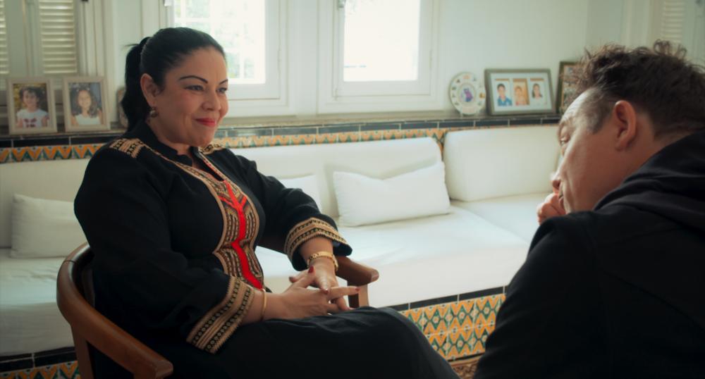 KHADIJA T. MOALLA, PHD –    CONSULTANTE SENIOR EN DROIT INTERNATIONAL      Avec plus de 25 années d'expérience dans le développement international dans 20 pays arabes, dont 10 ans dans des postes de direction au sein de l'Organisation des Nations-Unies au niveau régional et national, le répertoire de Dr. Khadija Moalla comprend une vaste expertise en droit international, droits humains et droits des femmes, la gouvernance, les organisations de la société civile et les réseaux au niveau national, régional et international. Elle est choisie en 2011, commel'une des 500 personnalités les plus in uentes de larégion arabe. Pour elle, sans une séparation claire de la religion avec les institutions, les lois et l'État, il n'y aura pas d'avenir pour les Tunisiens. «  Nous nous trouvons à un moment crucial où nous devons absolument faire un choix, qui est celui de la laïcité qui, selon moi, est fondamentale alorsqu'elle gure dans notre Constitution. Or autantl'appliquer ». Quelques jours avant le 7e anniver- saire de la révolution tunisienne, elle déclare: «  Le constat est malheureusement assez amer. Il n'est pas à la hauteur de tous les rêves des Tunisiens. Il est très loin. Or au-delà de la liberté qu'on a acquise, je pense que la plus grande régression c'est d'avoir permis à l'islam politique de gérer notre pays avec les conséquences que l'on sait  ». Khadija plaide pour un débat serein et constructif sur la laïcité, nécessaire à la construction d'une autre Tunisie, plurielle, plus juste, plus équitable.      Leadership, droit international, droits humains, gouvernance, genre et société civile.