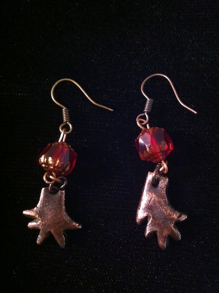 Small Iguana Hand Earrings (oxidized Copper with Bead)
