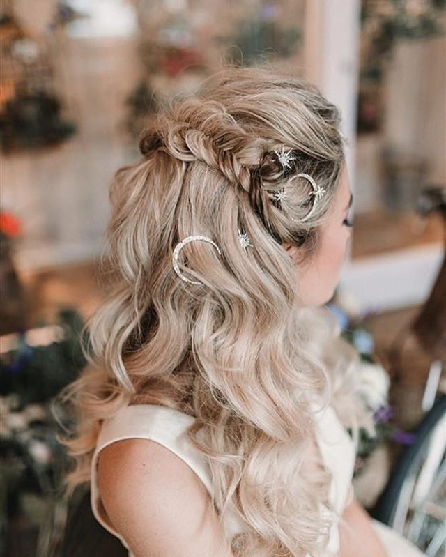 The perfect alternative to the classic half up half down style ✌🏼 Don't be afraid of texture & mixing it up a little,it's so important to feel like the most incredible version of yourself on your wedding day ✨  Who cares if it isn't a 'Classic' style 🤷🏼‍♀️ It looks dreamy AF and that's the most important thing right??..... •Photography ||@nataliepluckweddings Concept || @fbbridalsalon Dresses || @wtoowatters  Separates || @rasberypavlova  Model || @kitwilliams_  Makeup || @hcarson_mua Hair || @charlottemedfordbridal Flowers || @michelleannefloristry Stationery + Jacket || @mama_inc_studio Cake || @sophisticake74 Venue || @thefloristuk • #cheshireweddinghair #bridalhaircheshire #bridalaccessories #bridesmaidinspo #iscoydpark #cheshireweddingsuppliers #cheshirewedding #owenhousebarn #styallodge #thorntonmanor  #rowtoncastle #colshawhall #dorfoldhall #merrydalemanor #heatonhousefarm #delameremanor #destinationbride #luxebride #alcumlowhallfarm #CombermereAbbey #weddinginspo #graceloveslace #enzoanibride #luxurywedding