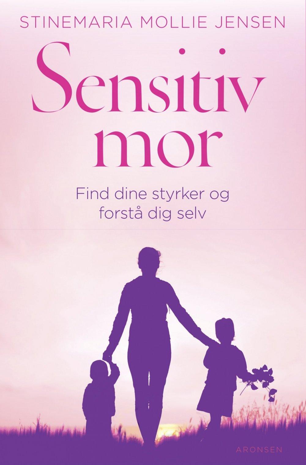 Sensitiv mor - Endelig kommer den første danske bog til mødre, der er klar til at bruge det sensitive personlighedstræk som en styrke - og dermed være den bedste mor for deres børn.I Sensitiv mor - Find dine styrker og forstå dig selv får du kærlige råd og værktøjer til bedre at håndtere din dårlige samvittighed, relationer, der kan støje, og dit følelsesliv i det hele taget. Alle ting, der er dagligdag for den sensitive mor.Forfatter, coach, underviser og foredragsholder Stinemaria Mollie er selv sensitiv og har interviewet 50 kvinder, der alle bidrager til en bredere forståelse af begrebet sensitivitet hos mødre.Du kan købe bogen her