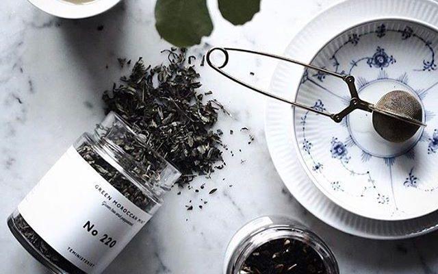 Teministeriet est une société de thé de spécialité de Malmö, en Suède. Teministeriet, qui tire ses racines de l'île de Formose, allie les traditions ancestrales du thé de l'Extrême-Orient au minimalisme, au design et au style scandinave scandinaves.La cofondatrice Kathryn Brown's a déclaré à propos de l'éthique de la société: «Je rêvais de prendre tout ce que j'avais appris sur le thé lorsque je grandissais à Taiwan et de le recréer avec les goûts et l'esthétique de la Scandinavie où je vis et que j'aime maintenant.
