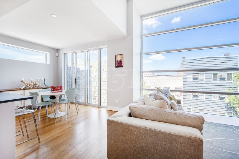 152 Withers St, #4B - Williamsburg | Brooklyn    2 Bedroom // 2 Bath Days on Market — 216 Sold Date: June 2017 Sold Price:    $1,266,500