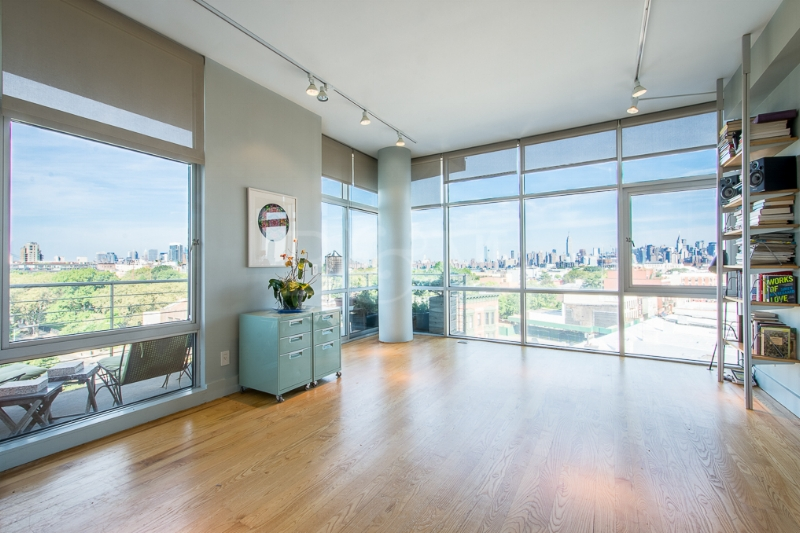 297 Driggs Ave, #7A - Greenpoint | Brooklyn    2 Bedroom // 1 Bath Days on Market — 45 Sold Date: September 2016 Sold Price:    $1,245,000