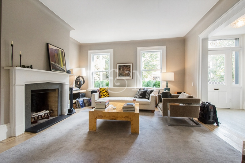 209 Guernsey St, House - Greenpoint | Brooklyn    3 Bedroom // 3 Bath Days on Market — 35 Sold Price:    $2,800,000