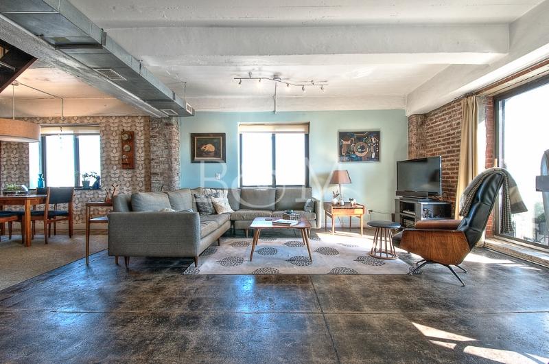 330 Wythe Ave, #11B - Williamsburg | Brooklyn    2 Bedroom // 2 Bath Days on Market — 98 Sold Price:    $1,525,000