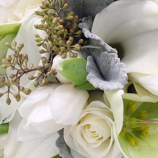 Sneak peek!! Putting the finishing touches on a gift collection we're creating for a bride from her beautiful bouquet! 🌸