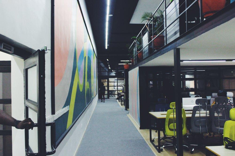 corridor+beside+open+plan+office+with+mezzanine+above