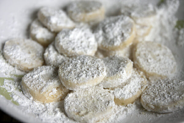 cookies-in-powdered-sugar.jpg