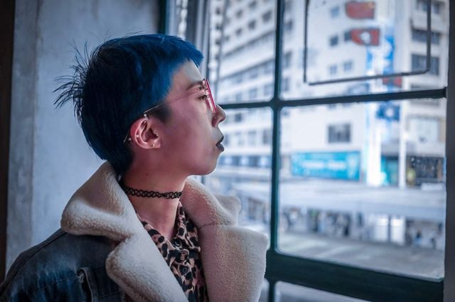 Swipe to see how I turn the original photo with purple 💜 hair to blue 💙 hair with preset. I love playing with colours 🌈 . . . Ph @freedomgum  Edited by @hayleylyla #hkfashionblogger #hkig #hayleylyla