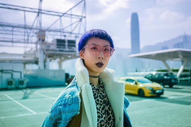 True colour 💜💜 ( not current tho 👨‍🎤 ) . . . Ph @freedomgum  Styling & MUA @hayleylyla #airbnbexperienceshk #hayleylyla