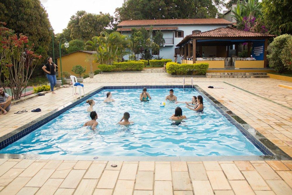 Her var det basseng, noe vi utnyttet så godt vi kunne!
