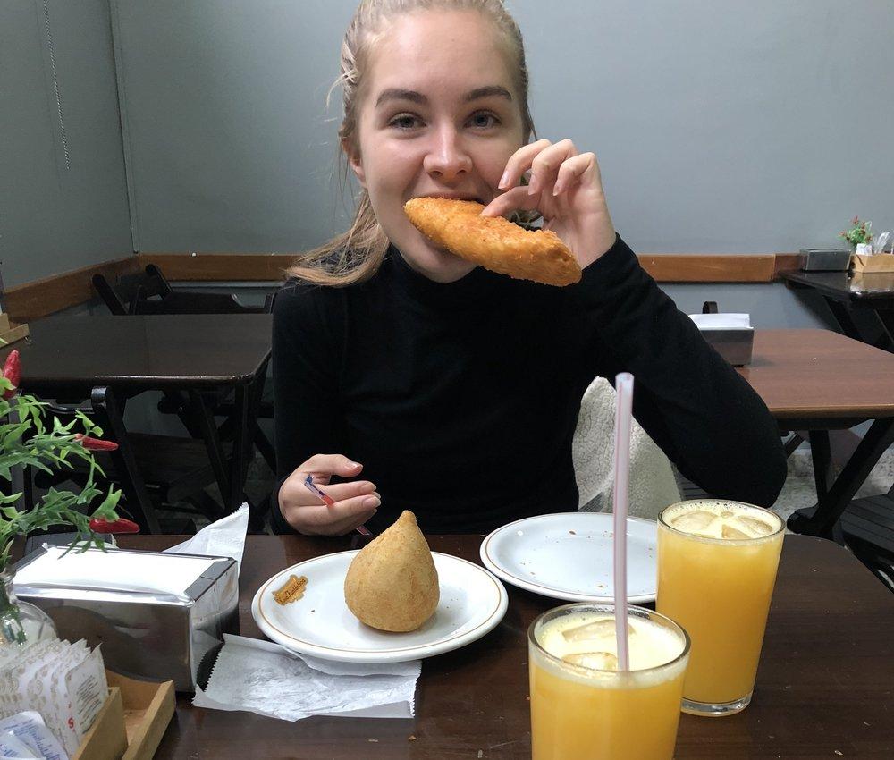 Meg med mine elskede salgados OG min elskede ferskpressede appelsinjuice. Da er livet bra.