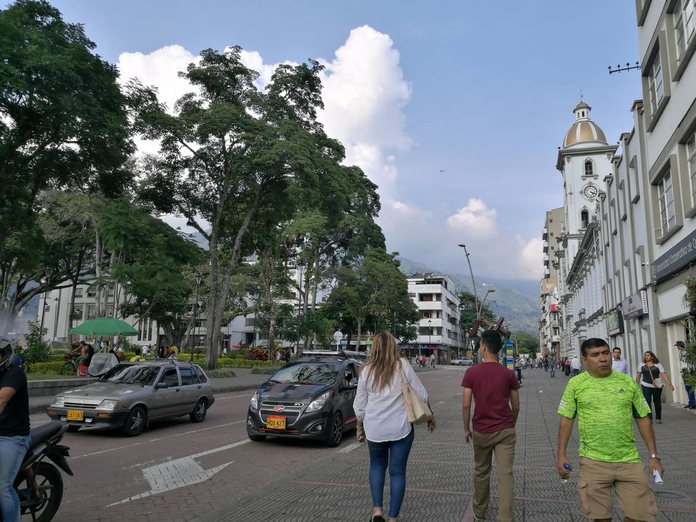 Fytti for et land! Colombia er så spennende. Det har så mange vakre byer som ingen har hørt om. Ibagué ble en av mine nye favorittbyer, spesielt ved tanke på de vakre fjellene i bakgrunnen! #ilovemyjob -