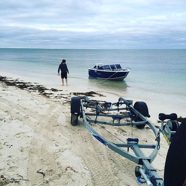 The weather in Mandurah is going to be amazing this weekend 🌞 we have got self contained cabins so it is as easy as packing up the boat throw your essentials in a bag and this could be you 😀  #memories #mymandurah #visitpeel #family #boatlife #livingmybestlife #ocean #friends #bbq #fishing #relax #petfriendly #sunsets #sunrise #crab
