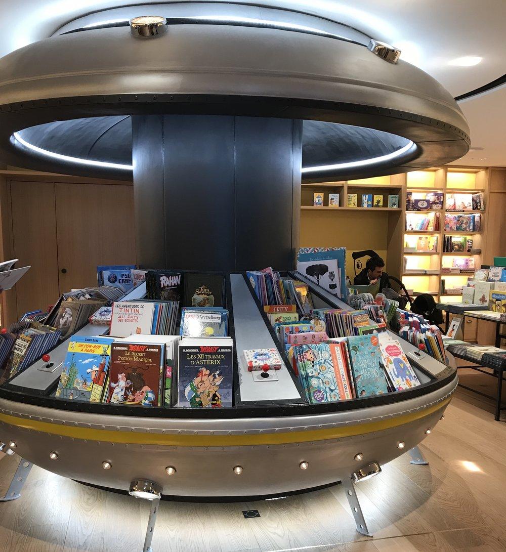 Spaceship book area - shop for kids in Paris