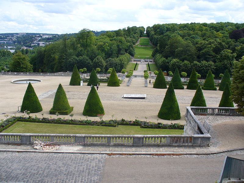 Picture from  https://commons.wikimedia.org/wiki/File:Parc_saint-cloud.jpg