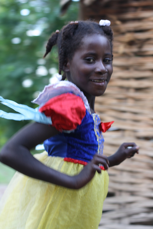 El nombre original de la Fundación, Ayitimoun Yo, quiere decir los niños de Haití en el dialecto de Ansé à Pitres.