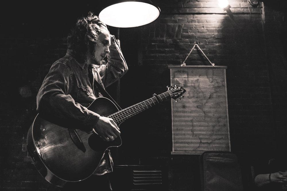 Amado Hogewoning | Singer-songwriter