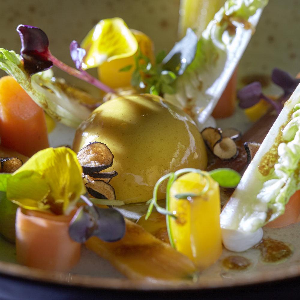 Michel van der Kroft | Luchtige creme van geitenyoghurt met vadouvan, kumquat en wortel-varieteiten