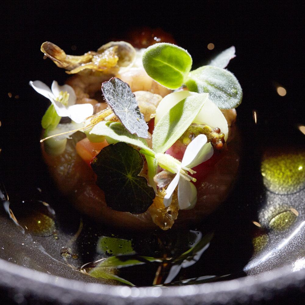 Maik Kuijpers | Beekforel, helder sap van tomaat, limoenblad, Hollandse garnaal en spek van het wolvarken