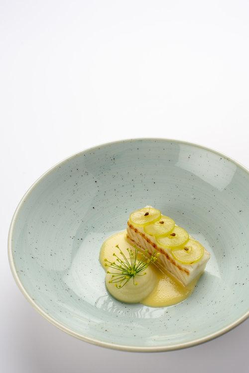 Dennis Kuipers | Zeetong - venkel, witte druiven, beurre blanc