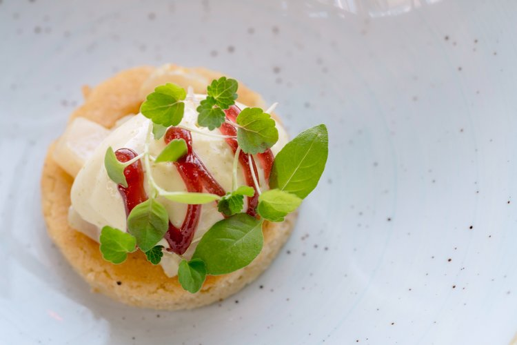 Alain Alders   Peer & Pistache (Gepocheerde peer, ijs van pistache en hazelnoot boter)