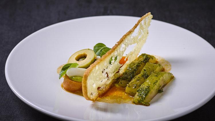 Andre Gerrits | Zeebaars - In chermoula gemarineerde zeebaars met scheermes, Marokkaanse spinazie, gefermenteerde wortel en Turks brood