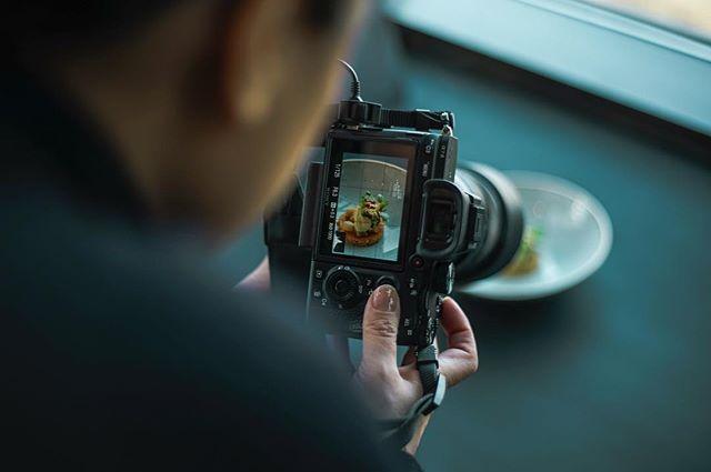 Onze website is vernieuwd! Alle foto's van 24H Chefs 2019 staan nu online. Tevens vind je hier alle foto's (en fotografen), video's en deelnemende chefs van voorgaande edities. 👨🏽🍳👩🏼🍳 Klik op de link in onze bio, en check it out! 👀 📷 door @lindseephotography