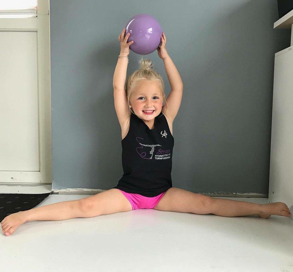 Våres yngste RG utøver Olivia (4). Går på RG-prinsesser for 3. sesong.