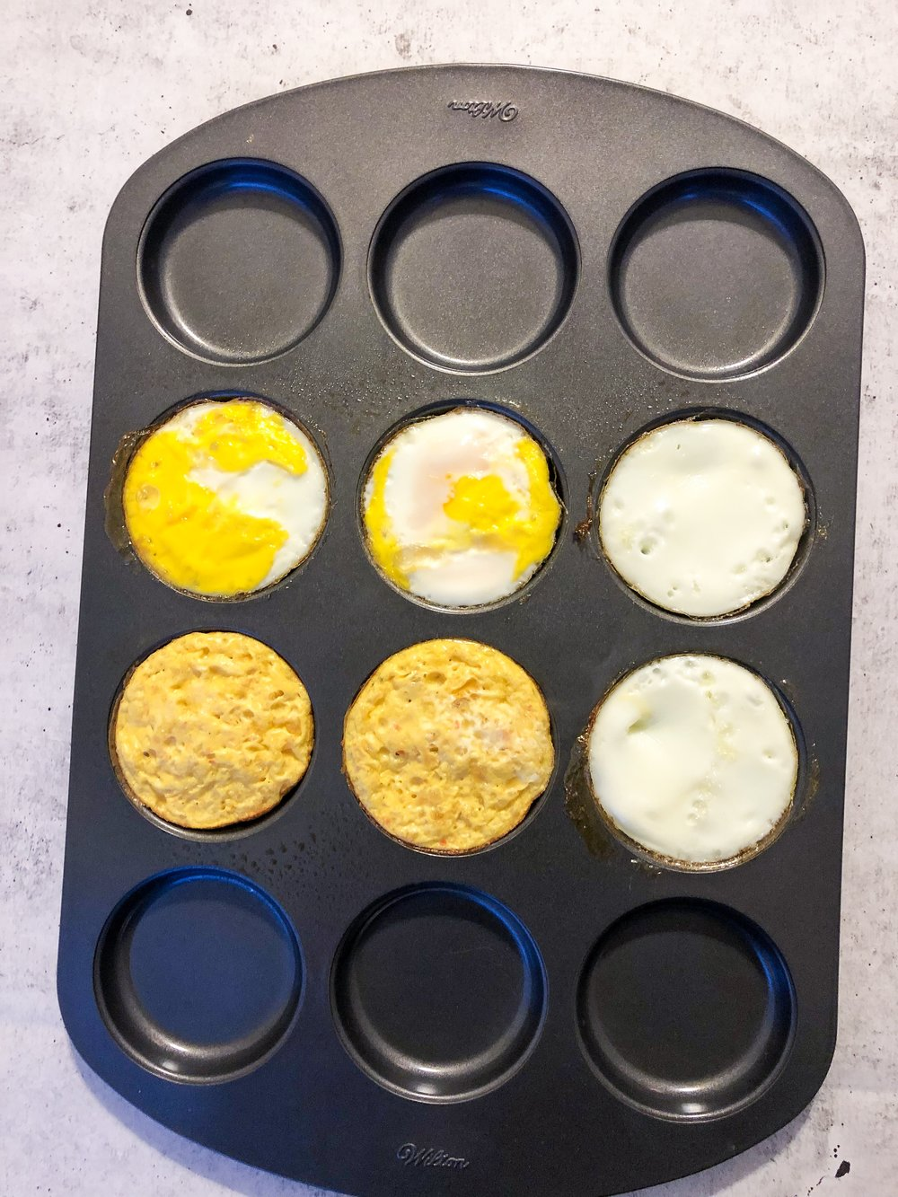 Top: Whole eggs, Bottom: Egg Beaters, Right sides: Egg whites