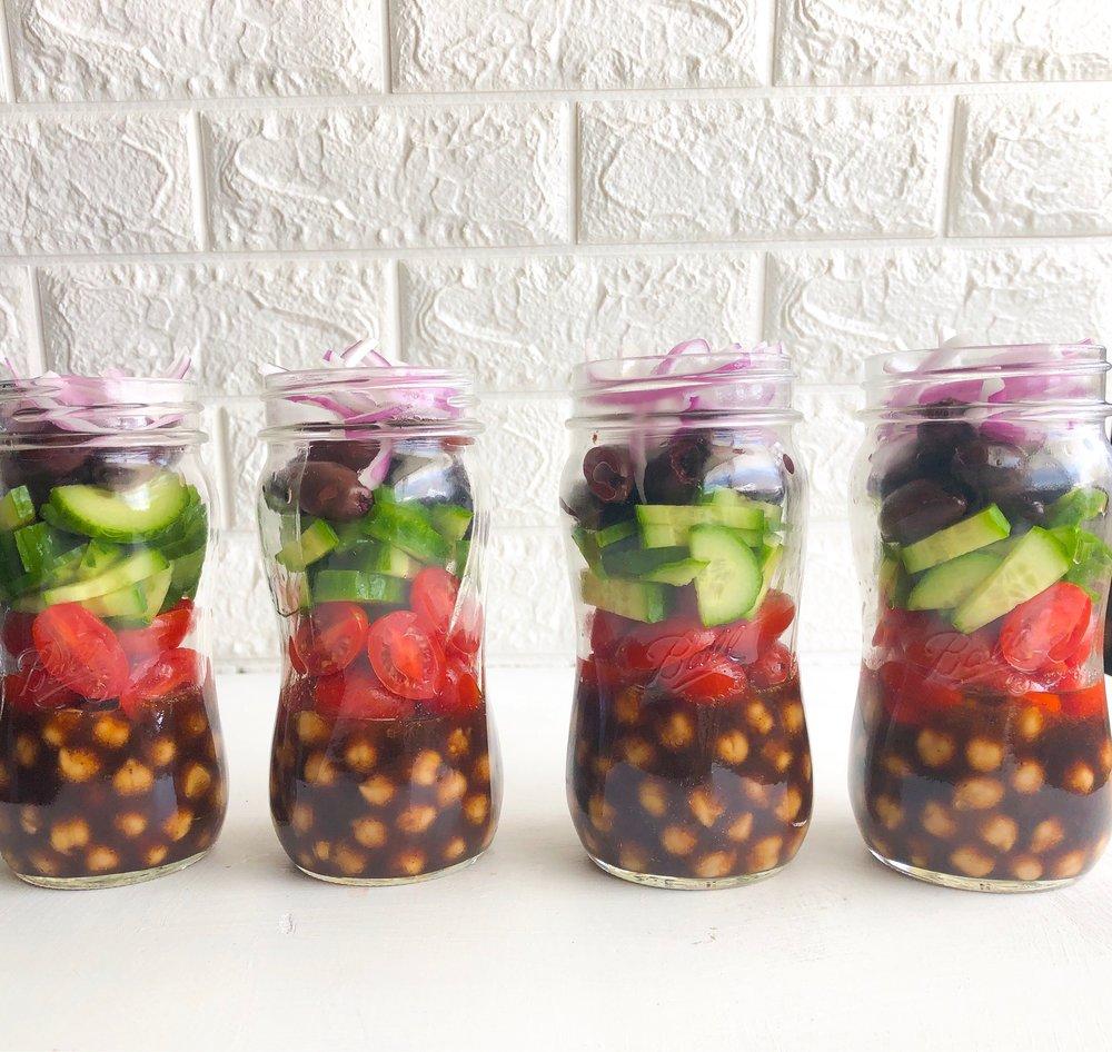 Meal prep salad jars, vegan Greek salad jars