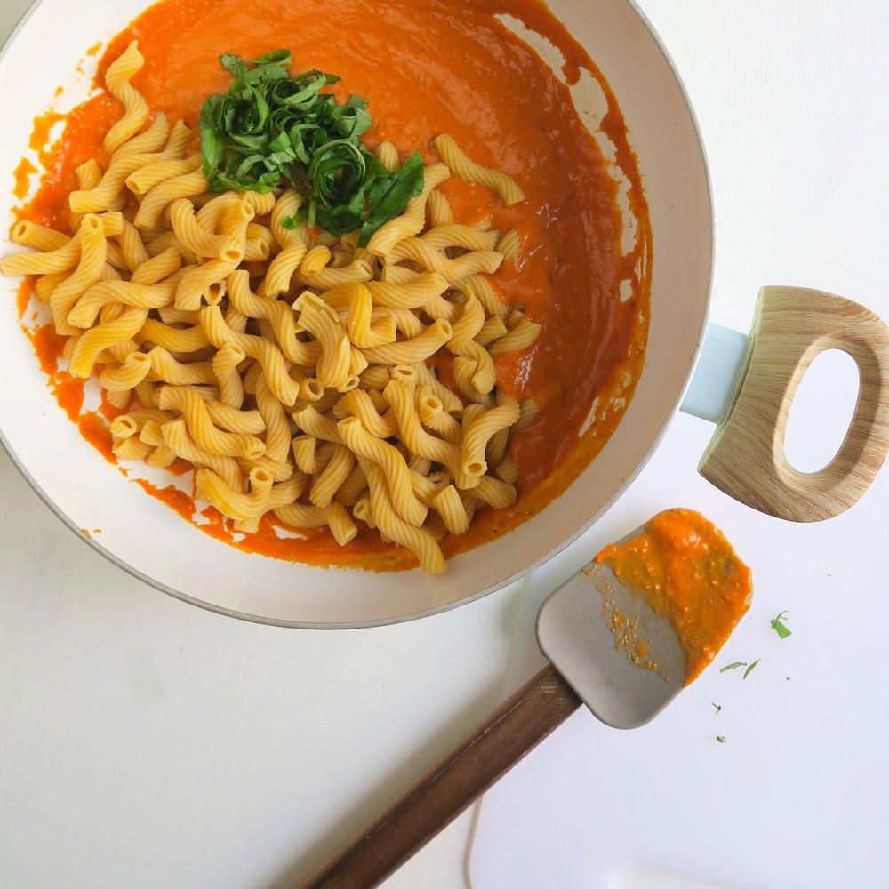 Vegan red pepper sauce, chickpea pasta, meal prep 2