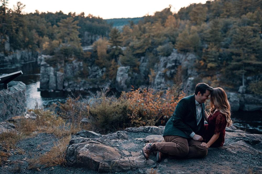 Engagement_Photographer_Twin_Cities_St_Paul_Miinneapolis_Lifestyle_Outdoor_Somethin_Candi_Photography_027.JPG