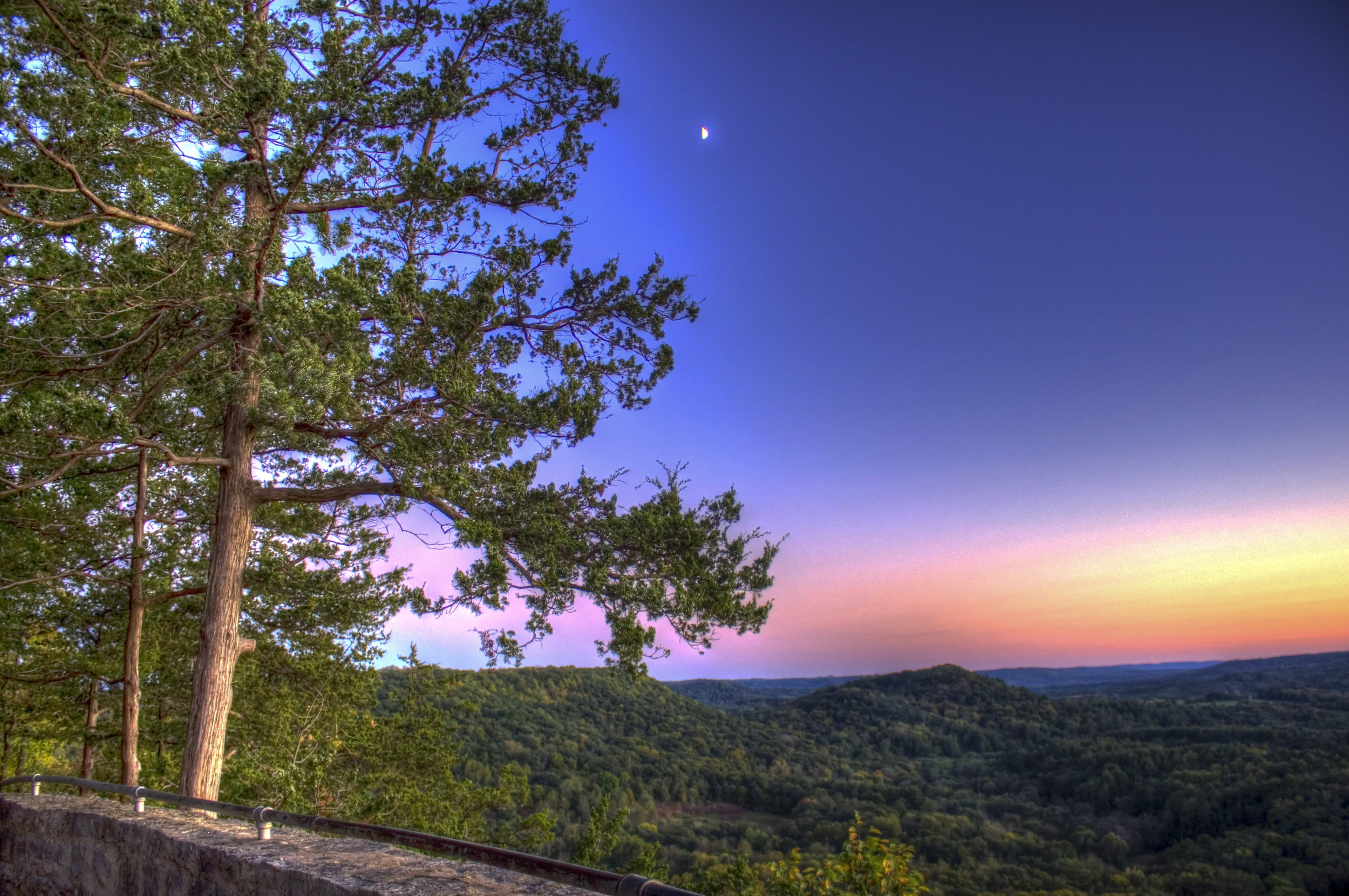 wisconsin-wildcat-mountain-state-park-view-of-the-mountian-at-dusk