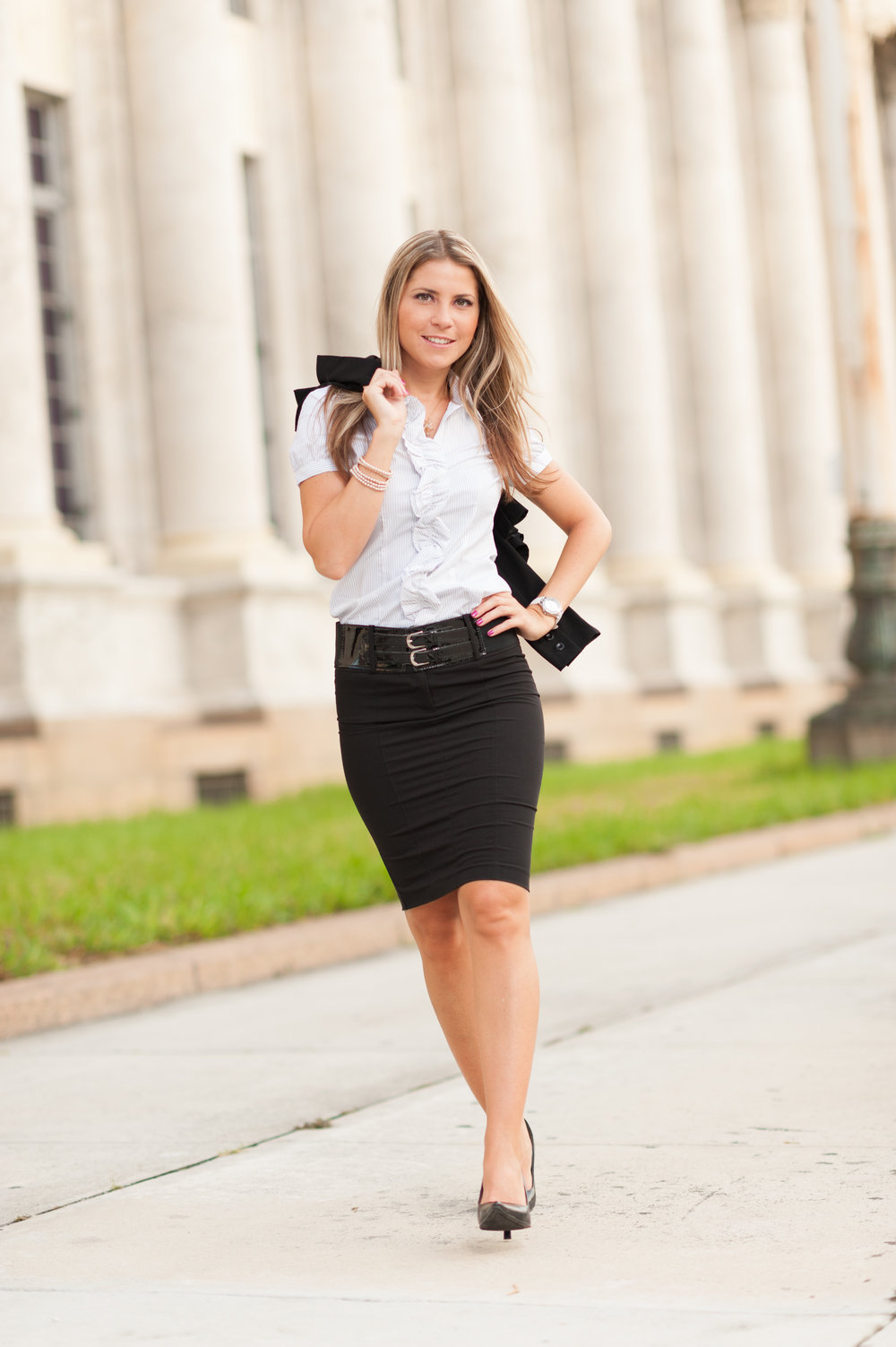 shutterstock_501488587 - BUSINESSWOMAN COURTHOUSE.jpg