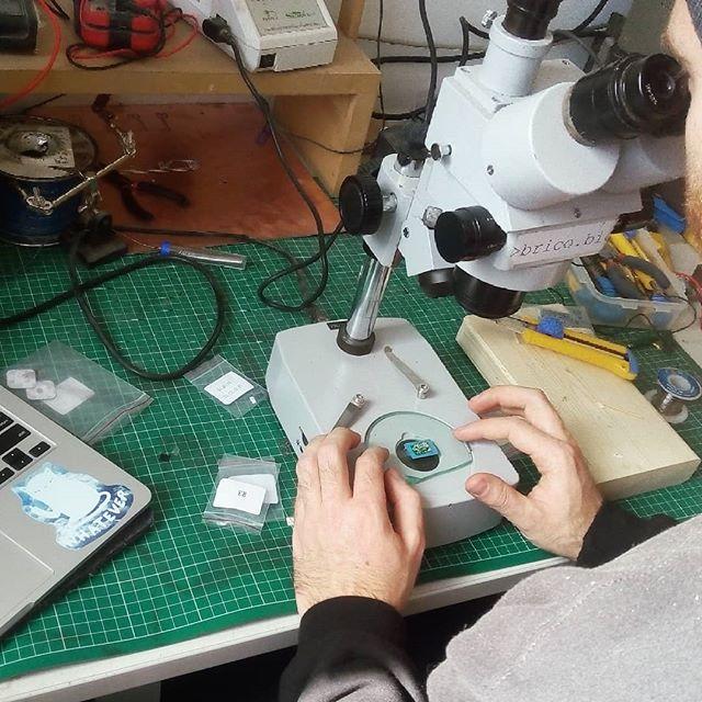 Tiny tiny PCB assembly!  #bioart #diybio #makersmovement @heliosmakerspace @kenzandtheworld