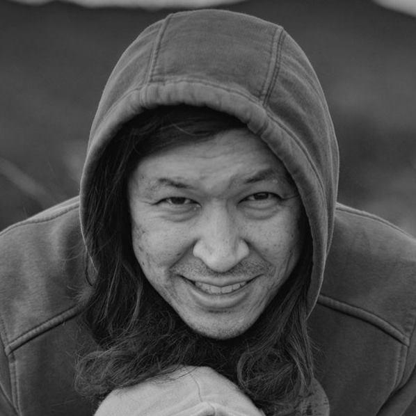 Продюсер/Режиссер - Аскар Оспанов – по образованию юрист, а по призванию фотограф, режиссер, а также продюсер звукозаписывающей студии Studio 7 Almaty. Считает что самое главное в песне, это если она вдохновляет других людей. Остальное не важно.