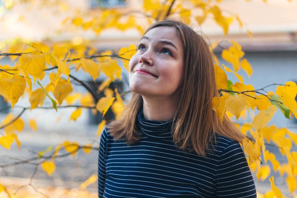 Лидер проекта - Хотя Грейс Гаррет родилась в Портленде, штат Орегон, она считает Алматы своим вторым домом. Она любит Казахскую музыку и изучать языки, и рада возможности поддержать будущих музыкантов.