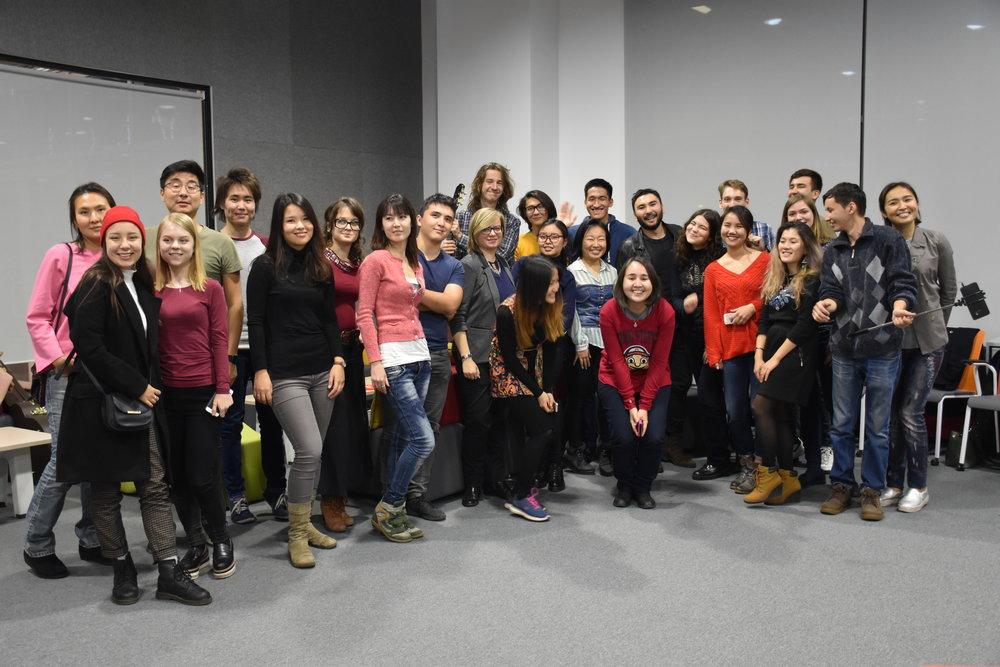 Начало - Проект Next Notes был создан с целью поддержки Казахстанских музыкантов. Первая мастерская прошла в Алматы осенью 2017 года. Тридцать участников поделились на группы, каждая из которых написала авторскую песню для исполнения на живом концерте и записала ее на профессиональной студии. В течение месяца участники каждую неделю встречались с профессионалами музыкальной индустрии, репетировали в своих группах, и участвовали в других мероприятиях.