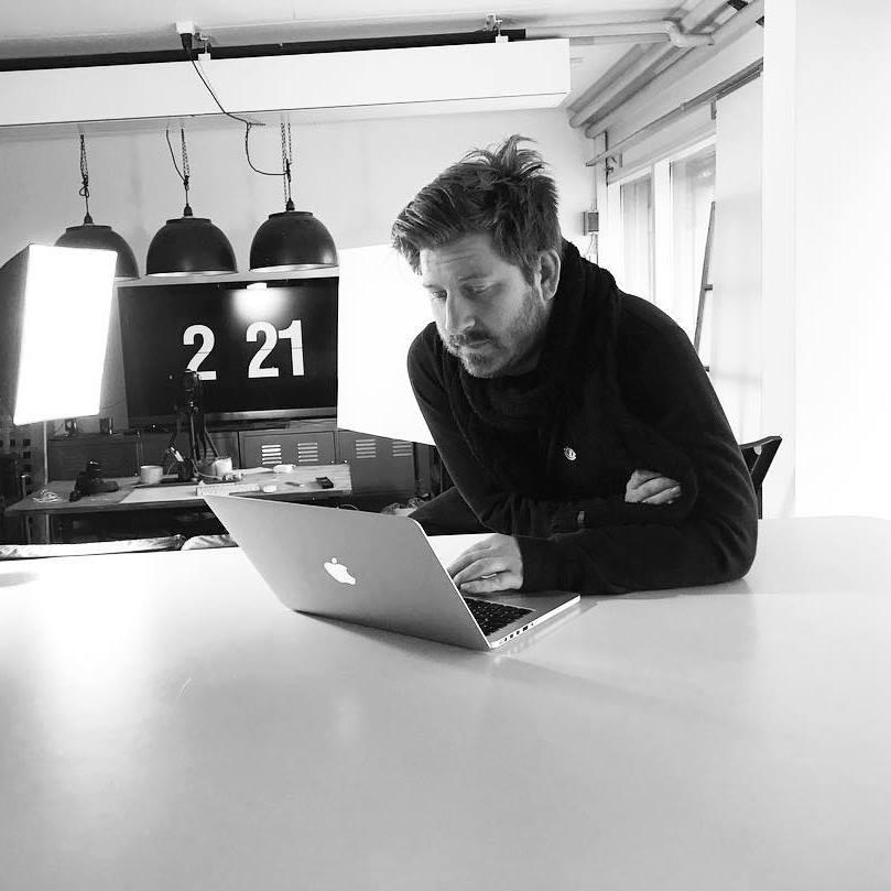 Mattias Lager, Webb design   Mattias är en sällsam livsnjutare och tillbringar när han så kan sin tid på Sanzibar. Har en rad framgångsrika projekt bakom sig under den egna byrån Add Kolon. En ovärderlig resurs för oss då webben är en viktigt arena att ha en stark närvaro kring.