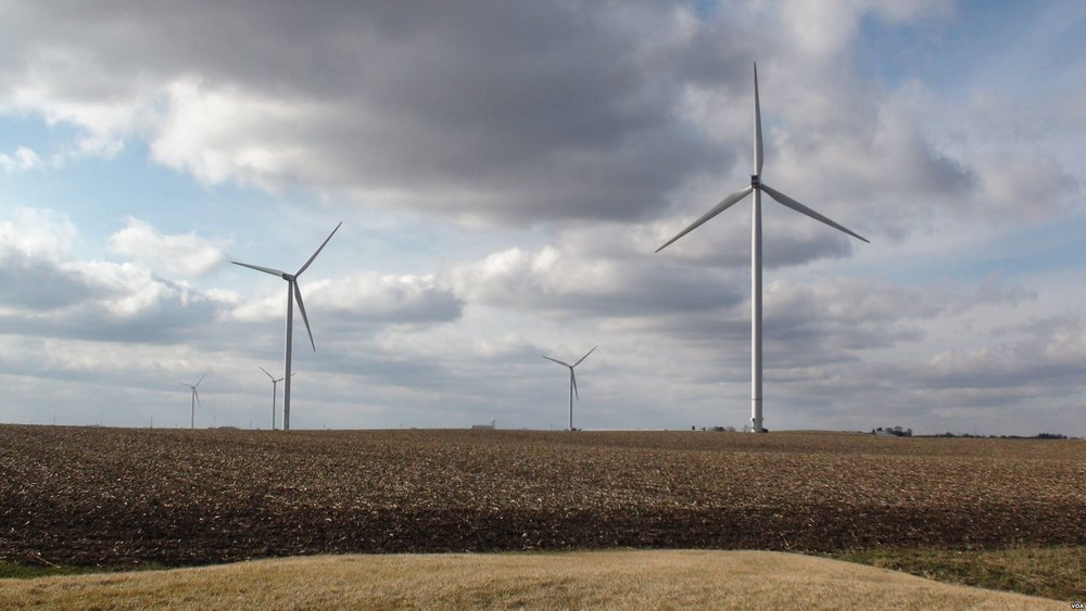 Wind_Power_in_Rural_Iowa.jpg