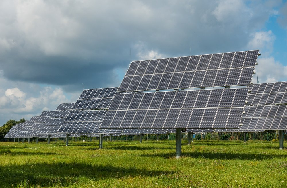 photovoltaic-system-2742304_1920.jpg