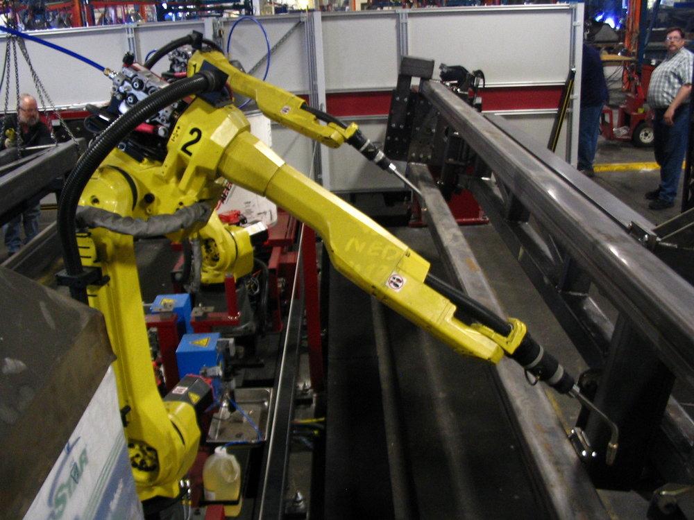 FANUC_6-axis_welding_robots.jpg