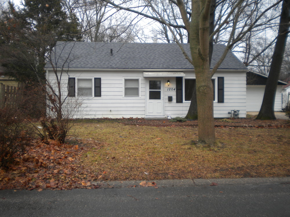 - 3 Bedroom, 1 Bath HouseUrbana2 car garage