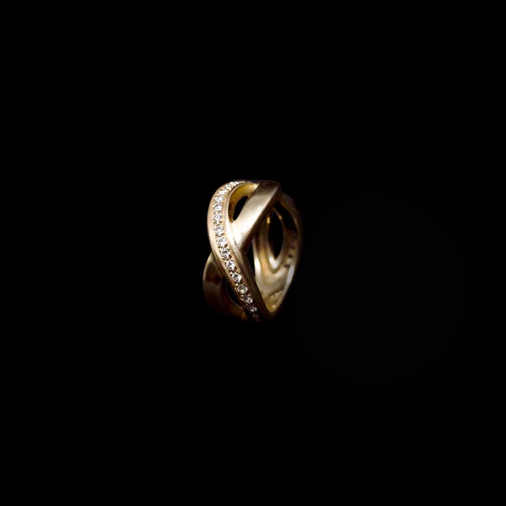 INFINITY  Gold 18K & 27 White Diamonds 0,33 ct